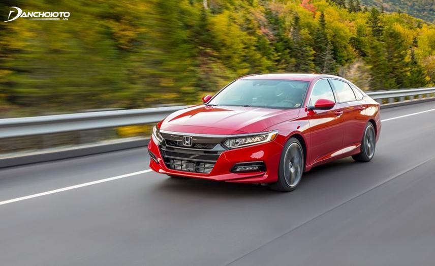 Vô lăng Honda Accord có phản hồi cực kỳ nhạy và chính xác