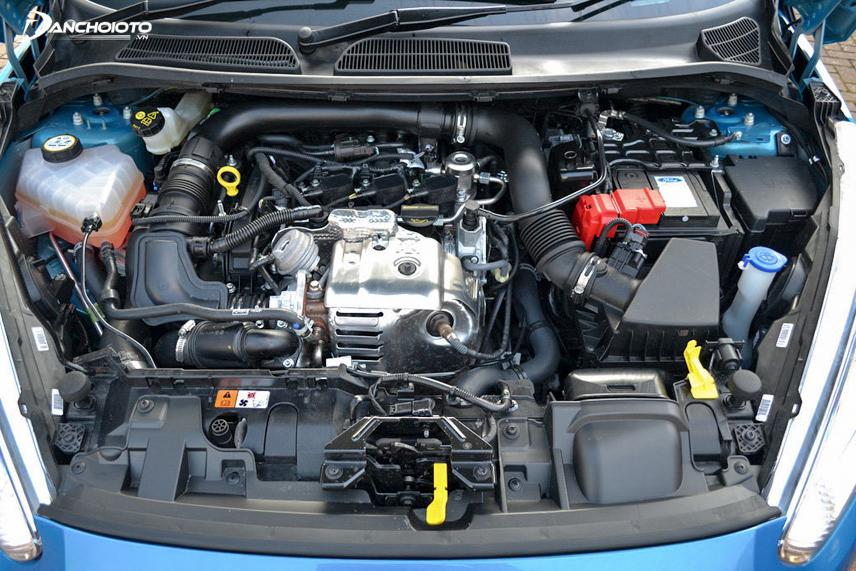 Khoang động cơ của xe Ford Fiesta