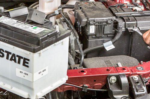 Nên mua ắc quy nước hay ắc quy khô cho xe ô tô?