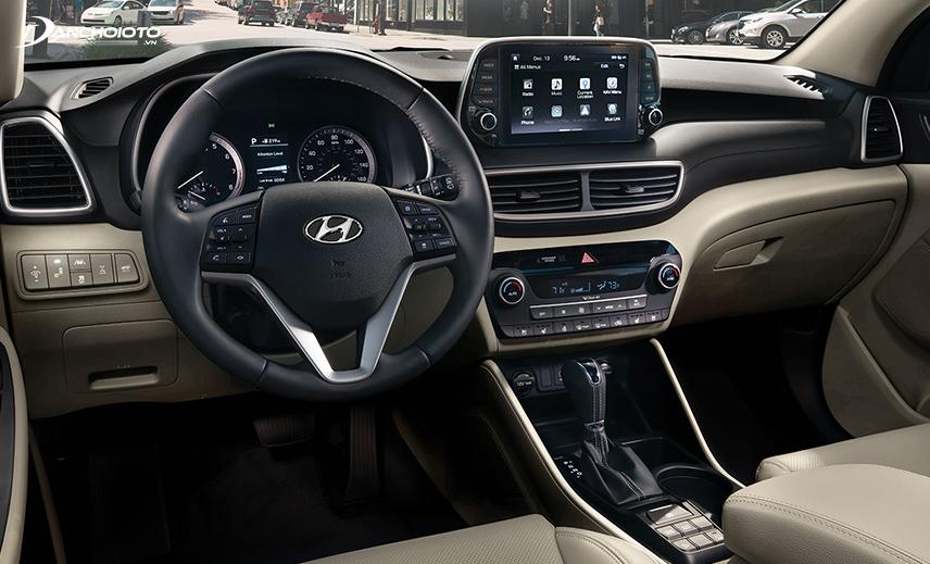Mặt taplo của Hyundai Tucson làm bằng chất liệu nhựa