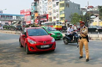 Kinh nghiệm lùi xe và đổi hướng đúng luật để không bị phạt