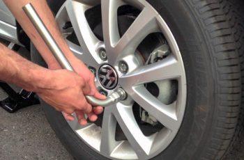 Nguyên tắc thay lốp ô tô an toàn các xế cần biết