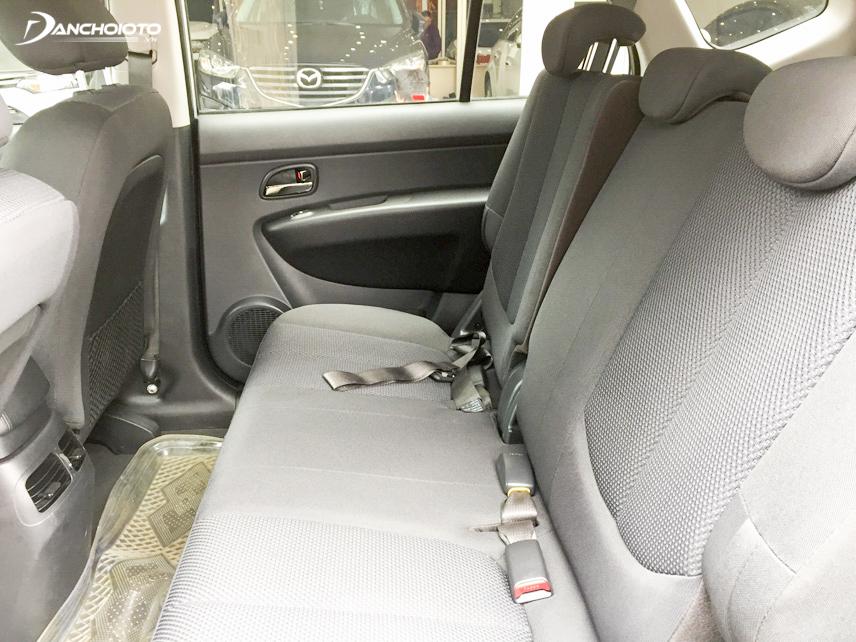 Khoang nội thất của Carens 2012 rộng rãi, thoải mái cho 5 người ngồi và lượng hành lý vừa phải