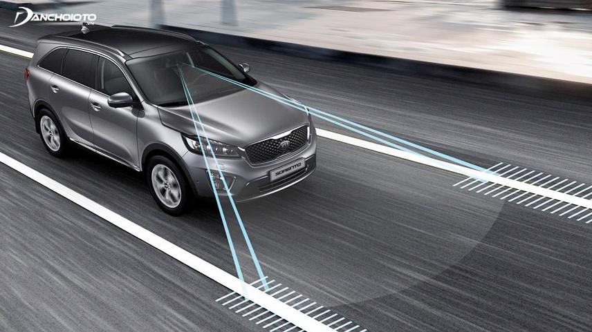 Hệ thống cảnh báo chệch làn đường giúp ngăn chặn tai nạn