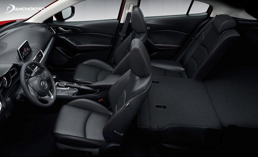 Không gian nội thất Mazda 3 hatchback rộng rãi hơn so với bản sedan