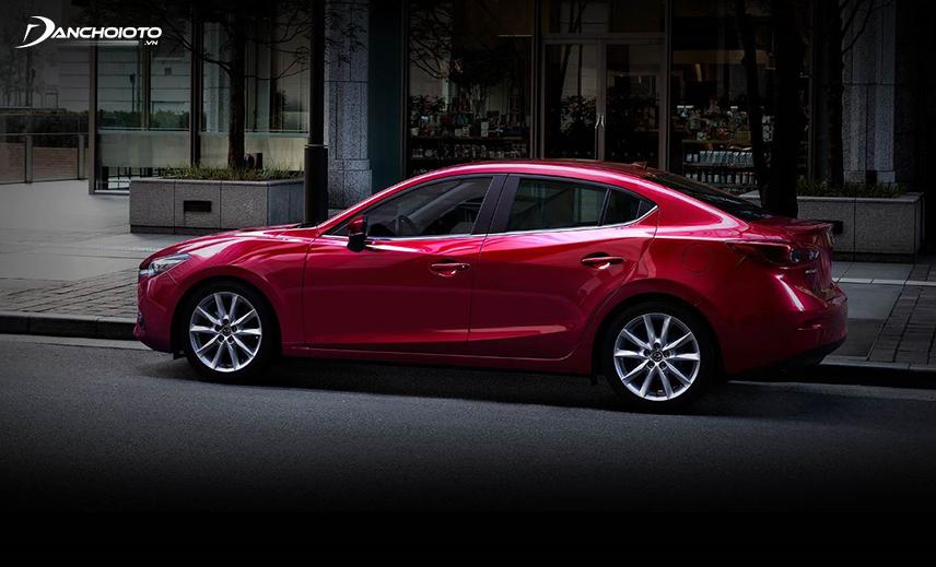 Mazda sedan có hai lựa chọn động cơ, còn hatchback chỉ có một loại