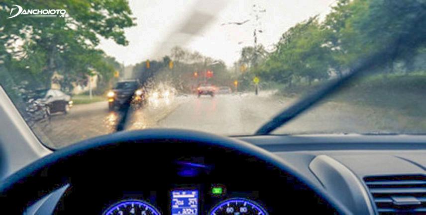 Lái xe đường trơn cần hết sức cẩn thận