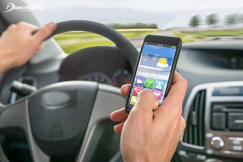 Người lái xe dễ bị tai nạn hơn khi mất tập trung