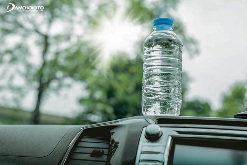 Nước lọc là lựa chọn tốt nhất khi lái xe