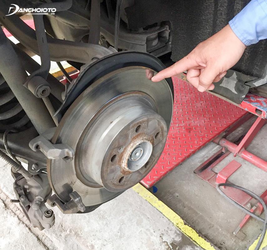 Đĩa phanh bị cong vênh sẽ khiến xe bị rung lắc