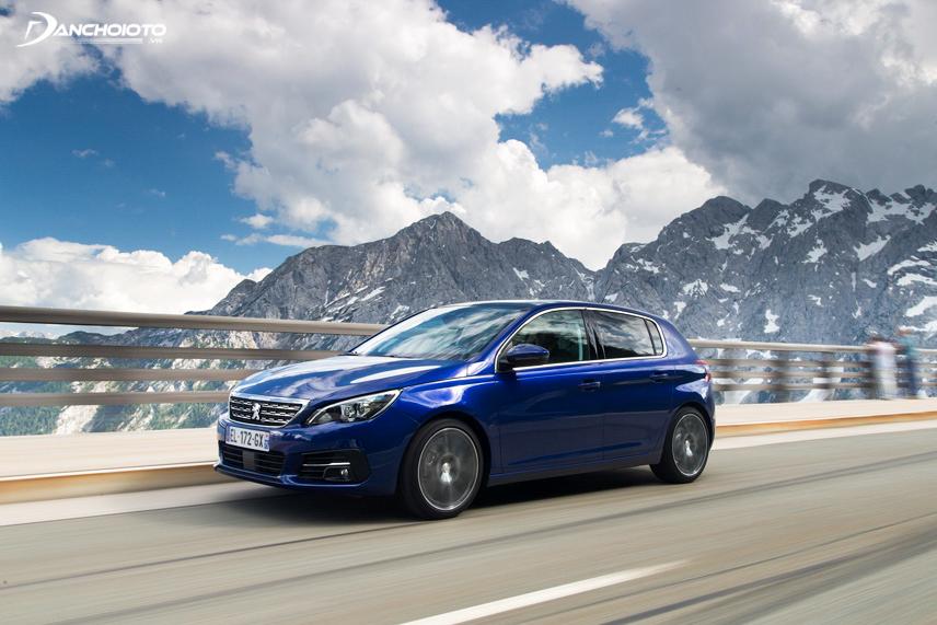 Thiết kế của Peugeot 308 2015 mang lại cảm giác mạnh mẽ, năng động và thể thao
