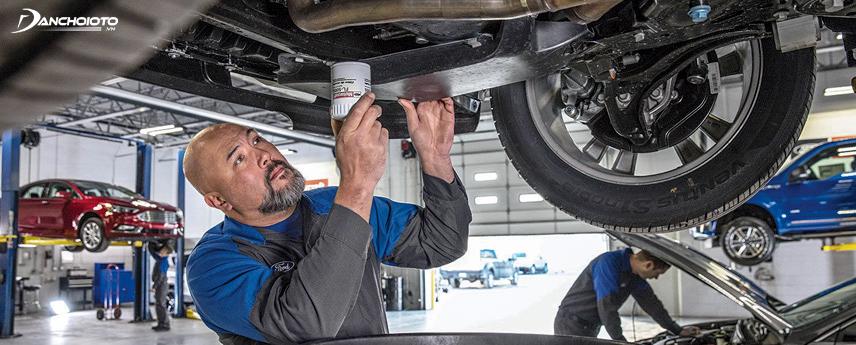 Mang xe đến trung tâm bảo dưỡng của hãng sẽ giúp bạn có được những đánh giá chính xác về chiếc Fiesta định mua