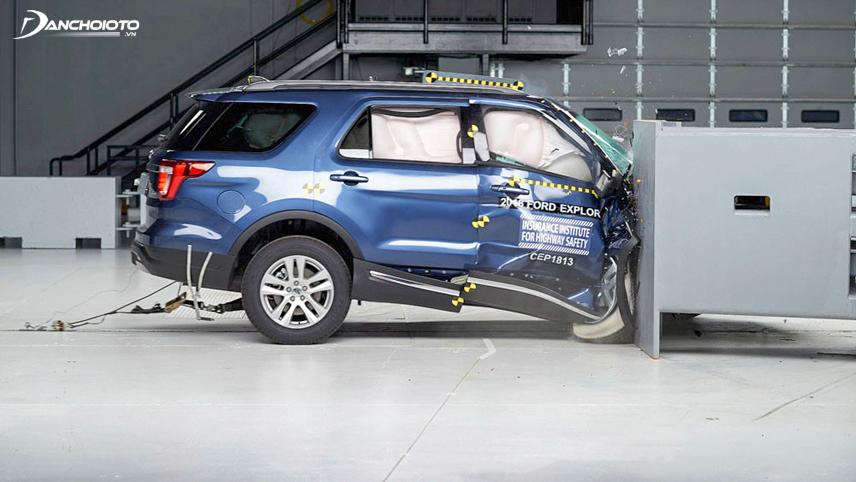 Thí nghiệm va chạm đầu xe Ford Explorer