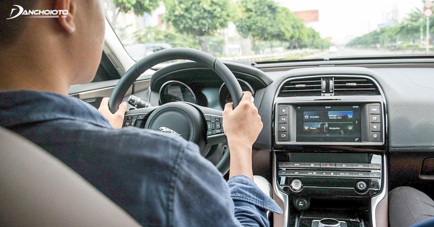 Đánh giá trải nghiệm lái thông qua mức độ nặng nhẹ của tay lái