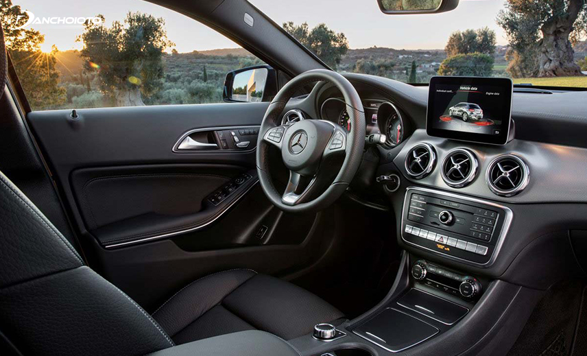 Nội thất Mercedes-Benz GLA cũng không hề kém cạnh đối thủ