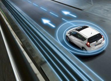 Hệ Thống duy trì làn đường được tích hợp trên những mẫu xe hiện đại