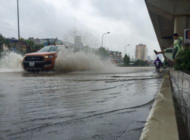 Kinh nghiệm lái xe ô tô vượt lũ mùa mưa bão