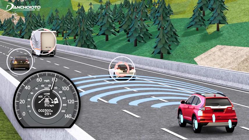 Tính năng cảnh báo va chạm phía trước giúp lái xe dự đoán tình huống