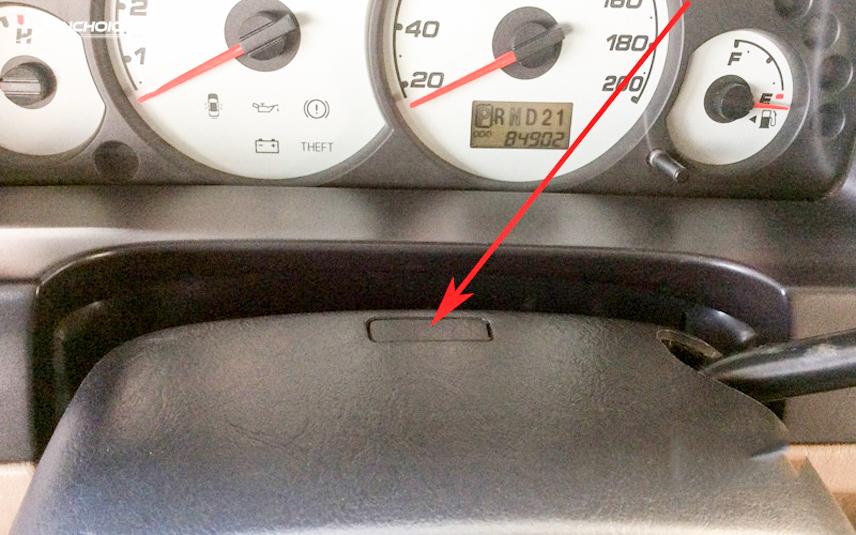 Nút bấm cho phép nhả khóa cần số giúp xe đến vị trí cần thiết sau sự cố