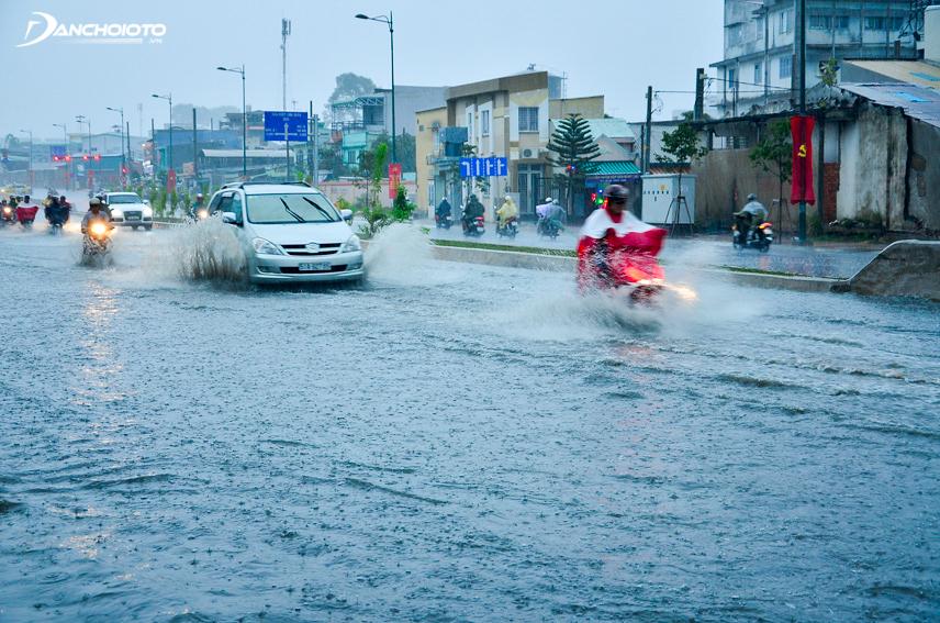 Ngập nước luôn ảnh hưởng khá nhiều đến phụ tùng xe