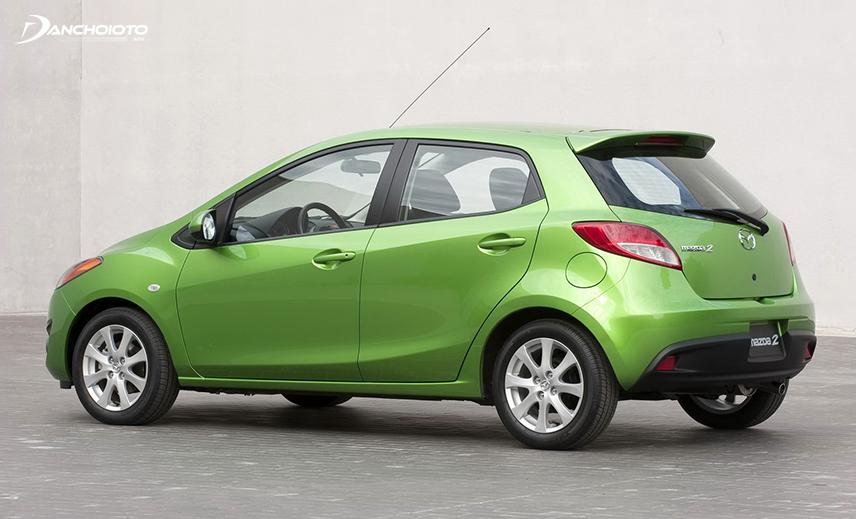 Mazda 2 là mẫu xe Mazda cũ giá 300 triệu vận hành tốt nhưng kiểu dáng lại có phần lỗi thời