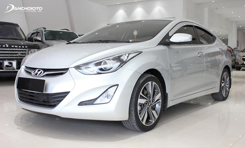 Hyundai Elantra 2013 - 2014 cũ được đánh giá khá cao trong phân khúc xe o to cũ 400 triệu