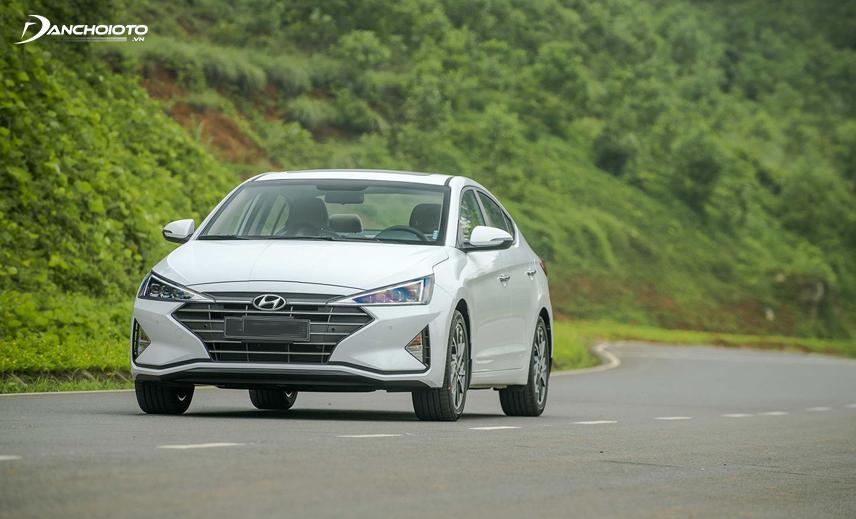 Mua xe Hyundai Elantra 2019 tầm giá 600 triệu, người mua có thể chọn phiên bản Elantra 1.6AT