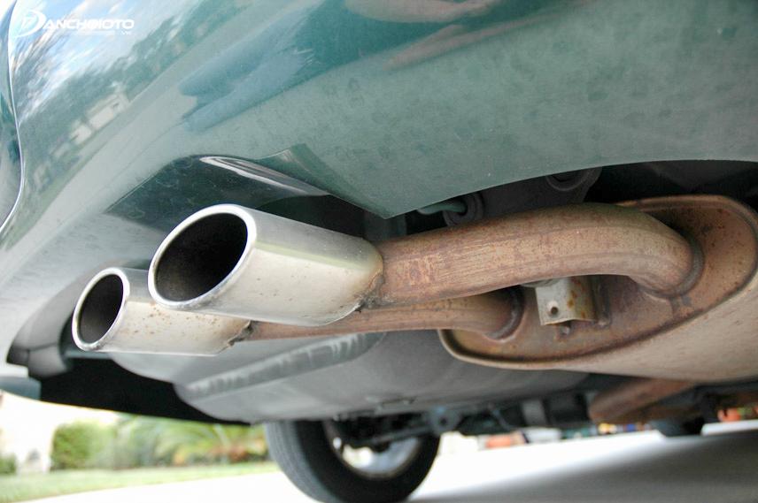 Ống xả có nước là do nước ngưng tụ trong bộ xử lý khí thải
