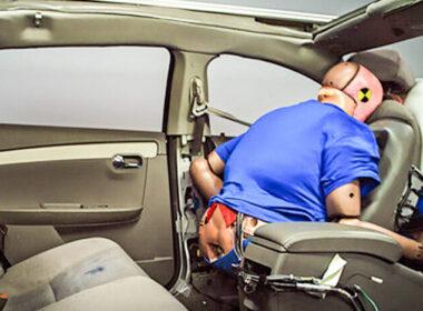 Xe sedan phổ thông thường có những trang bị an toàn nào?