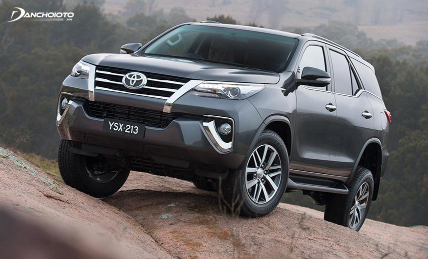 Mua SUV 7 chỗ cũ tầm giá 800 triệu, Toyot Fortuner 2015 - 2016 cũ là lựa chọn tốt nhất
