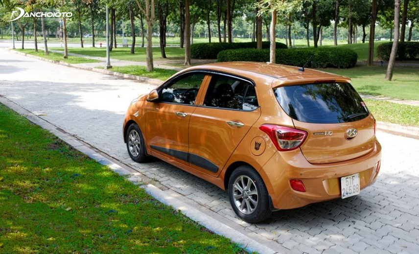 """Phần đuôi xe Hyundai i10 2014 - 2016 trông khá """"hiền"""""""