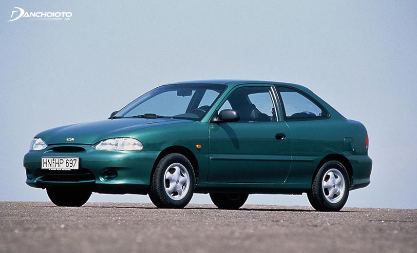 Hyundai Accent 2000 với ngoại hình nhiều góc cạnh hơn