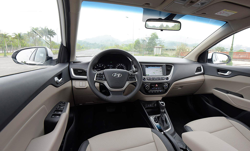 Hyundai Accent cho tầm nhìn khá thông thoáng ở vị trí người lái