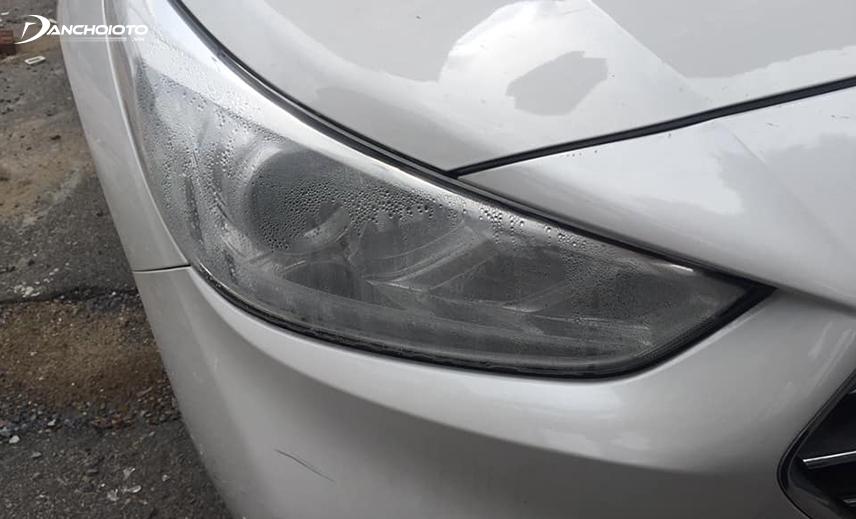 Nhiều xe ô tô Accent bị tình trạng đèn pha bị hấp hơi nước