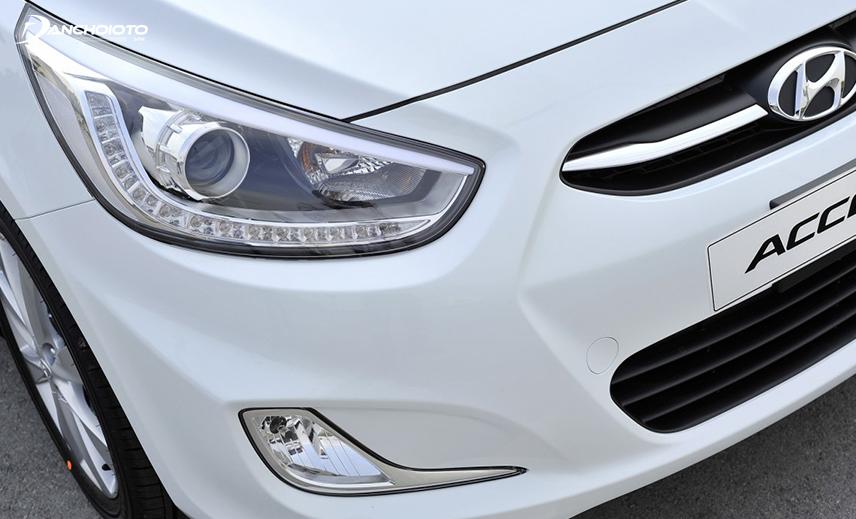 Từ đời 2013, Hyundai Accent đã có đèn định vị LED đẹp mắt