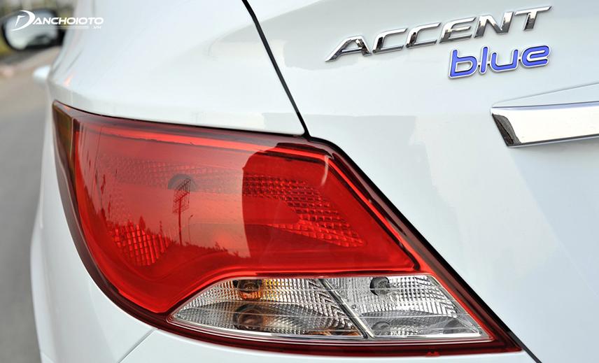Cụm đèn hậu Hyundai Accent thế hệ thứ 4 vuốt dài ôm hai góc đuôi
