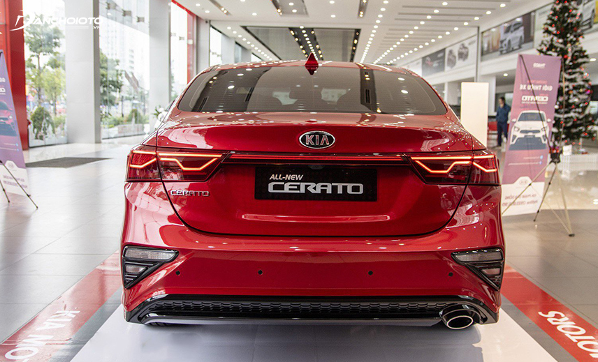 Cốp xe Kia Cerato 2019 - 2020 tạo hình thanh thoát hơn