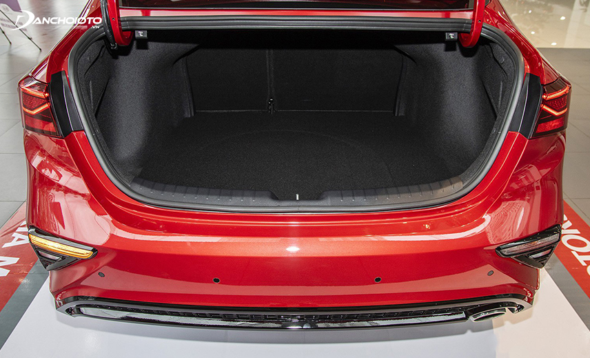 Không gian cốp xe Kia Cerato 2019 - 2020