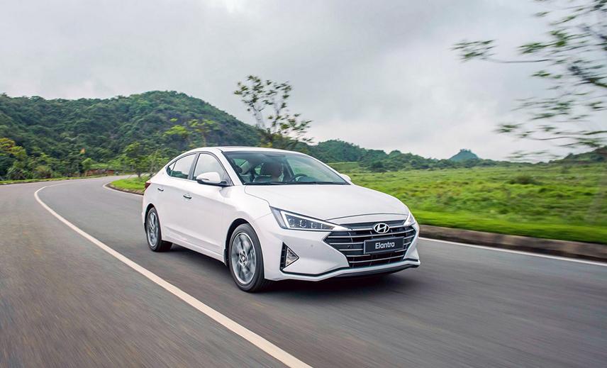 Bảng giá xe Hyundai Elantra tháng 11/2019 – Có nên mua Elantra không?
