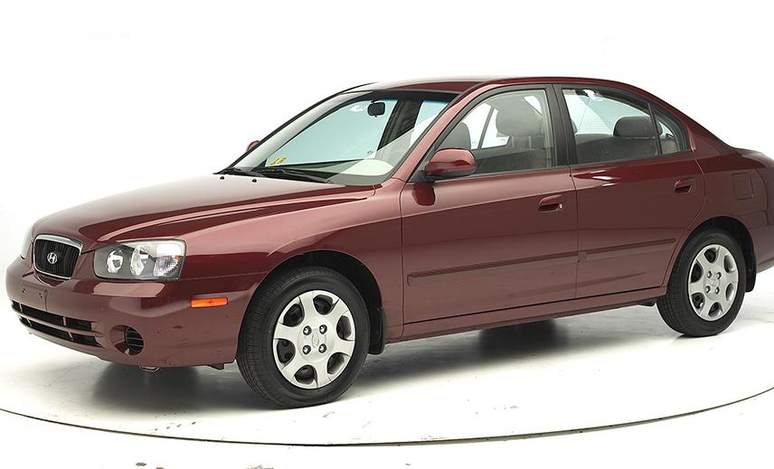Hyundai Elantra với thiết kế hoàn toàn mới tiếp tục trình làng vào năm 2000