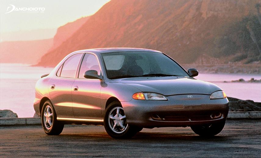 Năm 1995, thế hệ thứ 2 của Hyundai Elantra được giới thiệu