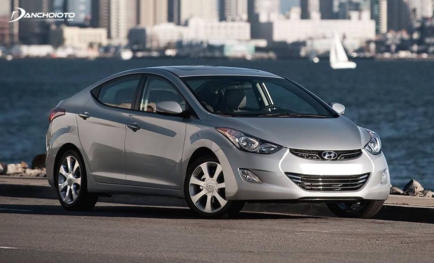 Năm 2013, Hyundai Elantra ra mắt tại Việt Nam theo đang nhập khẩu nguyên chiếc từ Hàn Quốc