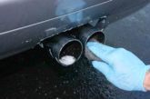 Cẩn thận khi vệ sinh bên ngoài ống xả xe ô tô