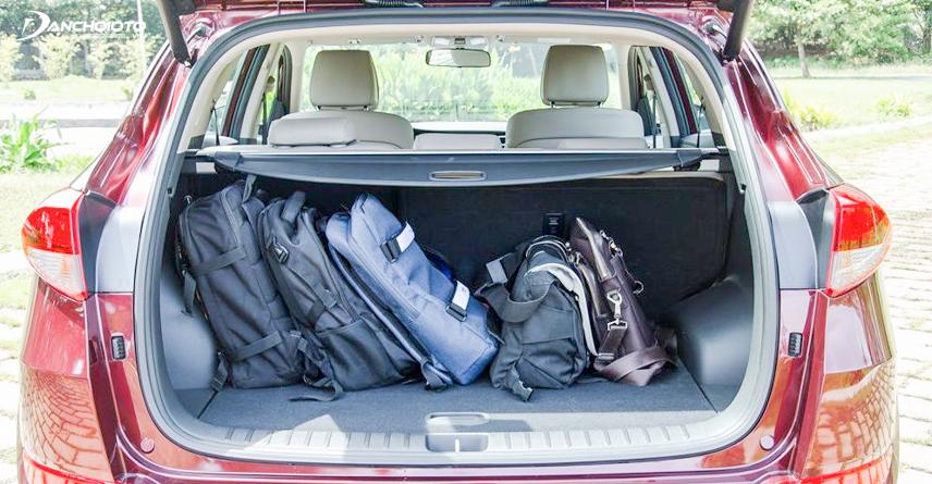Khoang hành lý của Tucson có 878 lít cho phép đựng được nhiều đồ hơn khi so sánh với CX5 có 505 lít