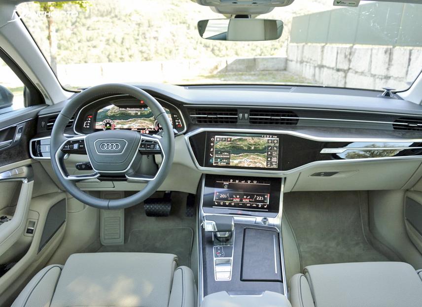 Khoang lái cực kỳ hiện đại về công nghệ của A6