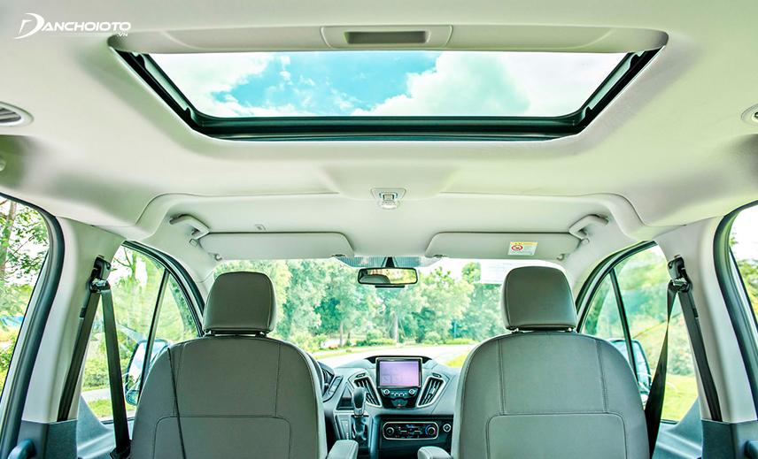 Cửa sổ trời Ford Tourneo 2020