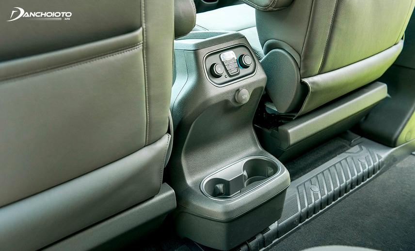 Ford Tourneo 2020 có bảng điều khiển điều hoà cho hàng ghế thứ 2
