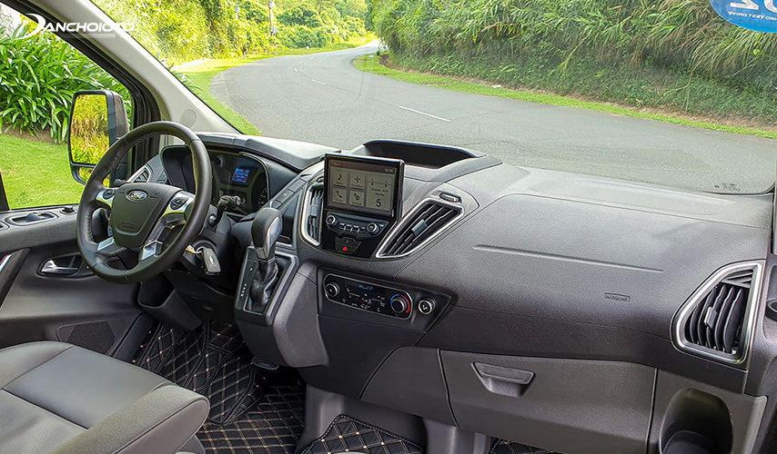 Ford Tourneo 2020 có khá nhiều ngăn, hộc để bố trí quanh xe