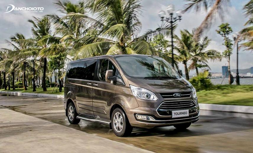 Ford Tourneo ấn tượng với form xe hình hộp chữ nhật vuông vức