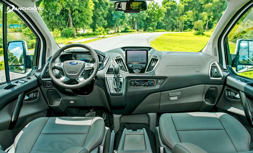 Taplo Ford Tourneo 2020 thiết kế theo phong cách đối xứng truyền thống